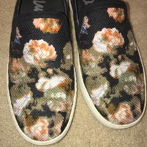 33cb958c085779 Sam Edelman Shoes - Sam Edelman floral sneakers (slip on)